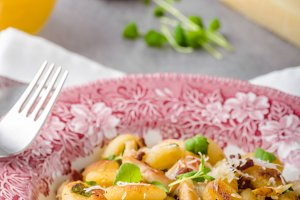 Roasted gnocchi with chicken
