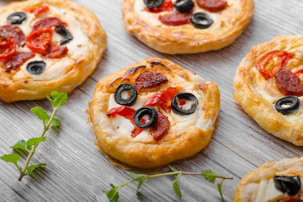 Puff pastry mini pizza