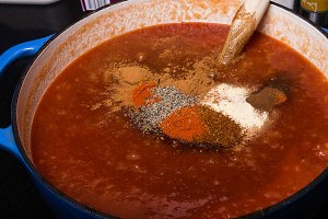 Sauce with spices