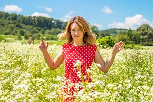 Young woman in a chamomile field