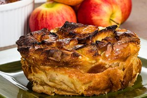 Apple bread pudding dessert