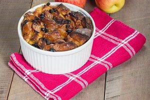 Apple raisin bread pudding