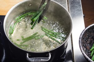 Green beans cooking