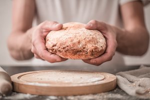 fresh bread in hands closeup on