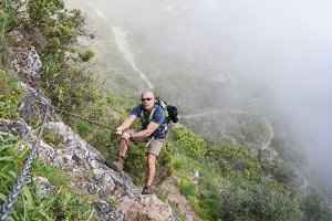 Man hikking