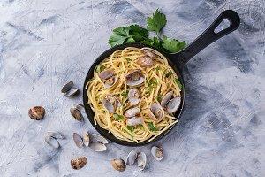 Spaghetti with vongole shellfish