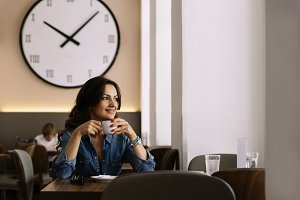 Woman relaxing in coffee shop.