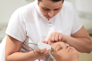 Cosmetician providing ultrasonic
