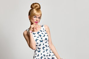 Fashion Blond Girl. Summer Outfit. Pinup Hairstyle