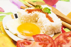 Eggs with rice and tomato