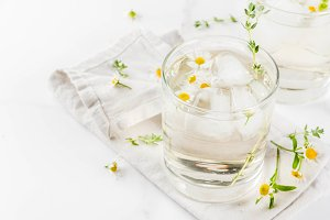Chamomile, thyme and honey cocktail