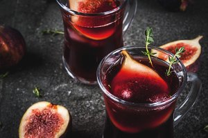 Cocktail with thyme and figs