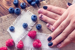 art manicure and berries