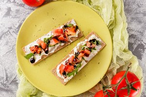 Toasts on crispbread with tomatoes