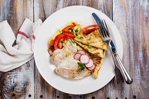 Turkey cutlets with vegetables and pita bread