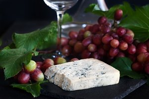 Blue cheese with grape