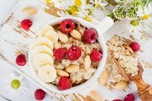 Summer oatmeal porridge