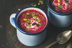 Detox vegan beetroot soup