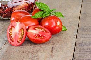 Red paste tomatoes sliced
