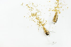 Wineglasses with golden confetti