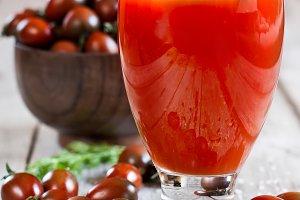 Tomato juice and cherry tomato