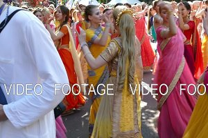 Ladies in Indian dresses are dancing in the city