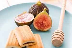 Fig cookies and honey