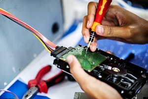 Electrical technicians is working
