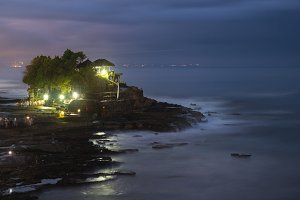 Tanah lot temple at night