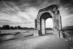 Arch of Cáparra (Spain) b&w