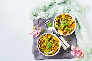 Light summer salad with kiwi, peach, chickpea
