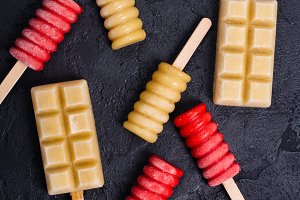 Brigth fruit popsicles