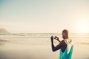 Man doing mobile photography