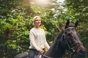 Woman having a casual walk on horse