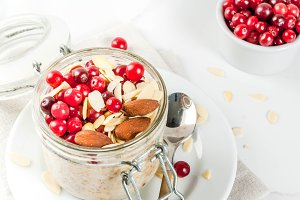 Overnight oats with cranberry