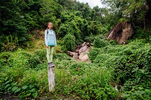 backpacker girl travel in tropics