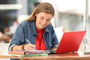 Student e-learning online