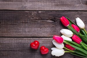 Bright spring tulips and hearts