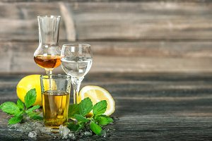 Alcoholic drinks ice lemon mint