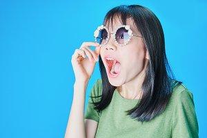 Women wear fashion glasses Showing
