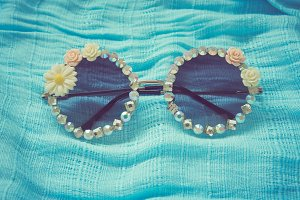 Fashionable eyewear beautifully