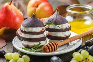 Appetizer of figs and cheese