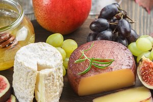 cheeses with fruit and honey