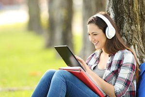 Student listening on line lessons