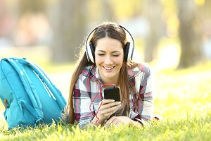 Student listening audio lessons