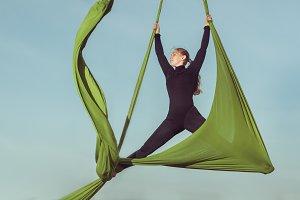 Sports stunts on the hammock.