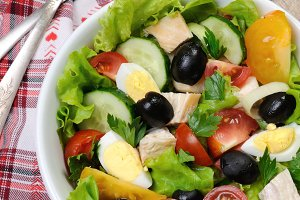 Vegetable salad with chicken