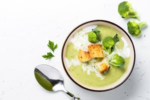 Green cream soup
