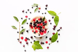 porridge with wild berries