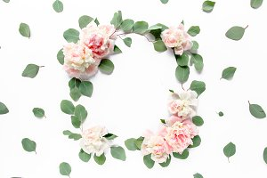 Round wreath made of beige peonies